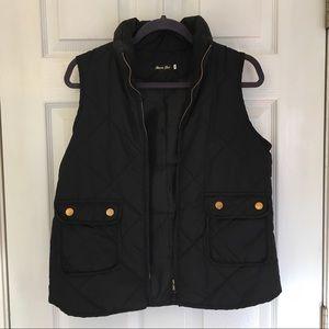 ✴️4/$15 Black quilted puffer vest MEDIUM
